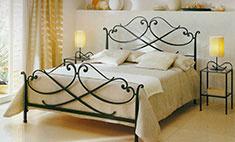 Любовное гнездышко: выбираем красивую кровать для спальни