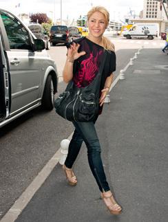 Шакира (Shakira) - поклонница узких джинсов