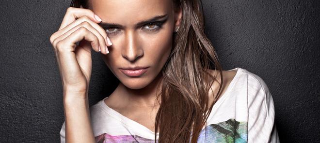 Летом особенно тщательно очищайте кожу перед и после нанесения макияжа.