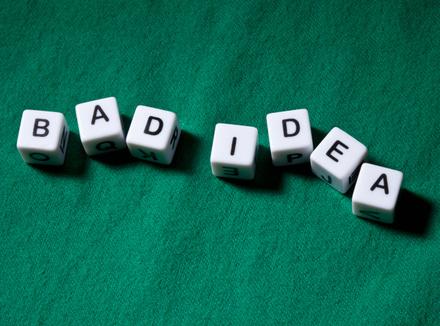 «Плохая идея» – надпись на кубиках