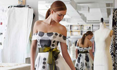 Каролина Эррера создала платье в честь аромата