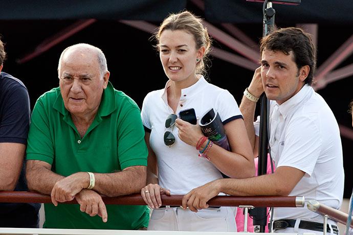 Марта Ортега-Перез с отцом Амансио и мужем Серхио Альваресом Мойя
