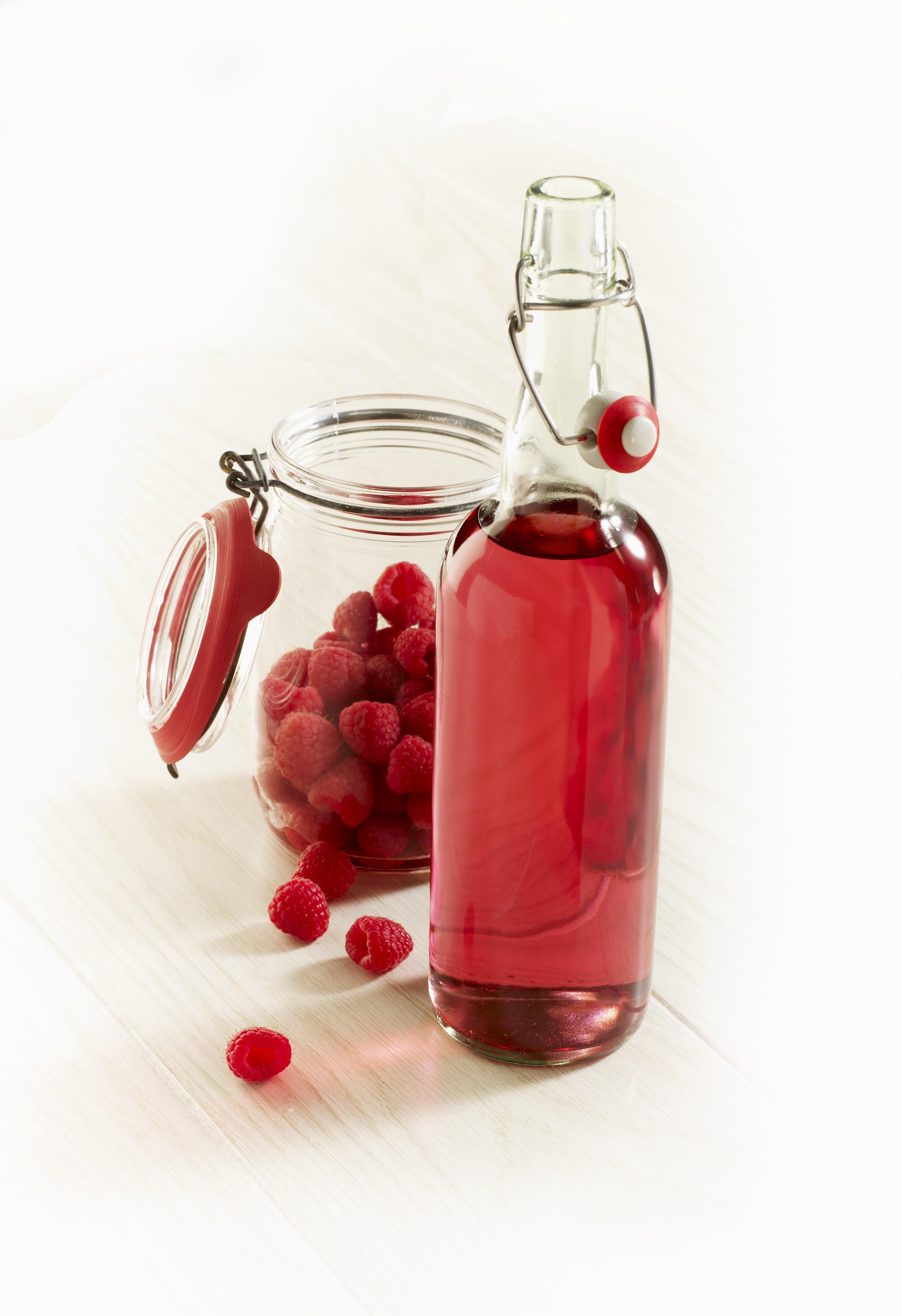 Малиновый ликер: 10 рецептов в домашних условиях