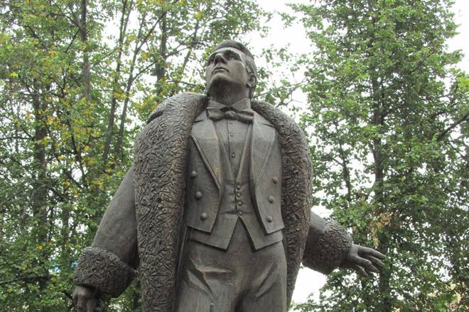 памятник Федору Шаляпину Киров