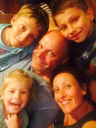 Алексей Кортнев с женой и детьми, фото