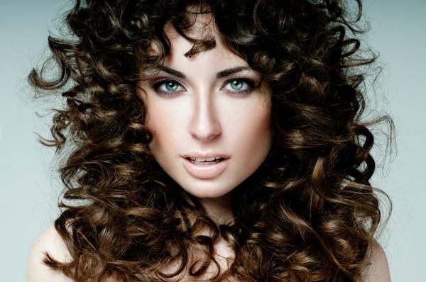 Как уложить вьющиеся волосы после мытья? Вечерние укладки
