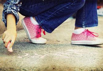 С одной стороны, чувство вины может исказить отношения ребенка и родителей...