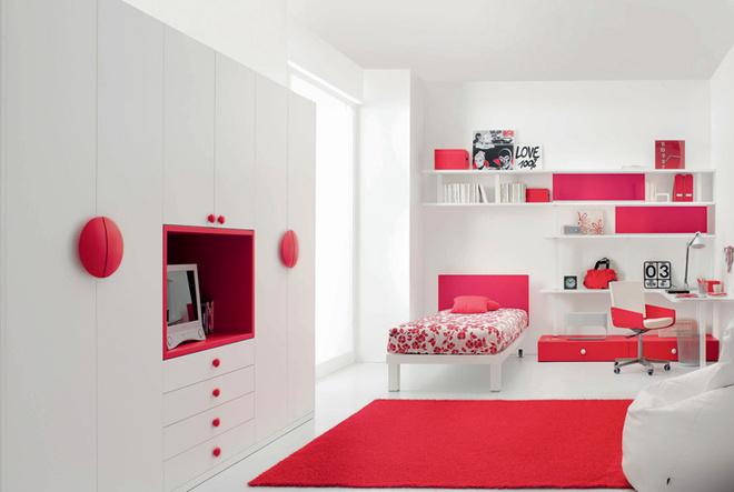 В активе производителей может быть итакое предложение: комната компонуется по единой схеме, однако составляющие ее элементы имеют разные материалы оформления и фурнитуру. Композиция Tiramolla506 (Tumidei)