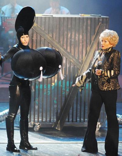 Ксения Собчак на сцене с мамой Людмилой Нарусовой