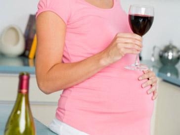 Алкоголь в небольших количествах не вредит беременности