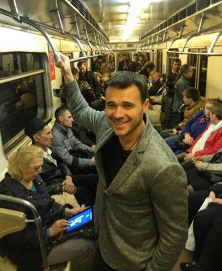 Из-за репетиции парада звезды спустились в метро: фото и видео