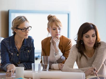 Три женщины на работе