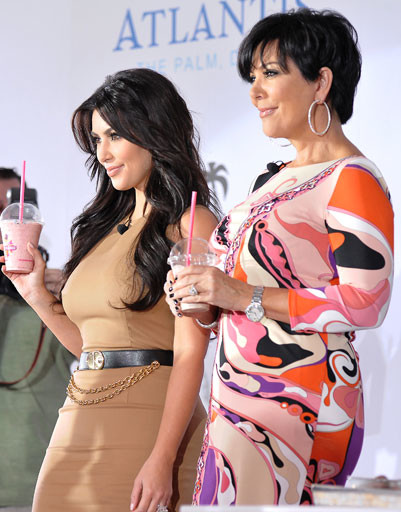 Ким Кардашьян (Kim Kardashian) с мамой Крис Дженнер