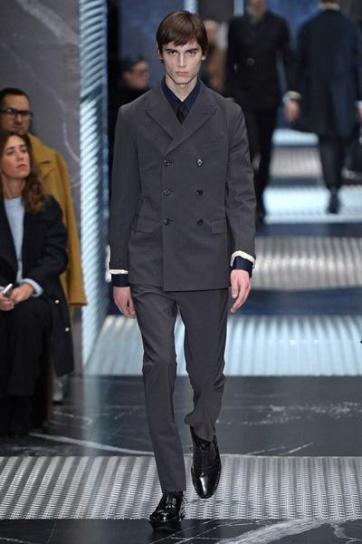 Бренд Prada представил на Неделе мужской моды в Милане сразу две коллекции | галерея [2] фото [15]