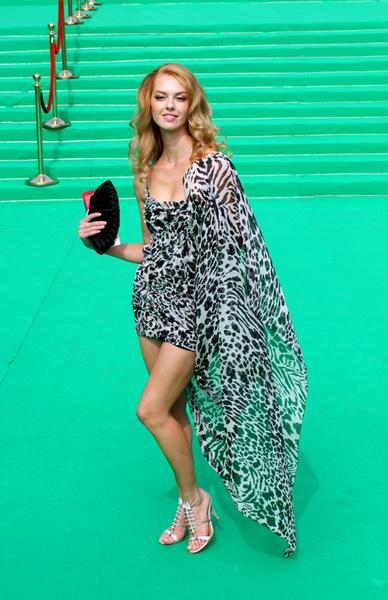 Актриса Лянка Грыу выбрала платье для церемонии по погоде.