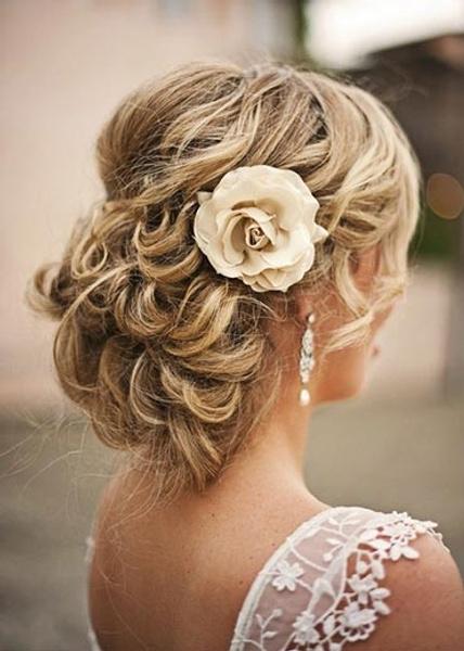 Как украсить цветами свадебную прическу   галерея [3] фото [4]