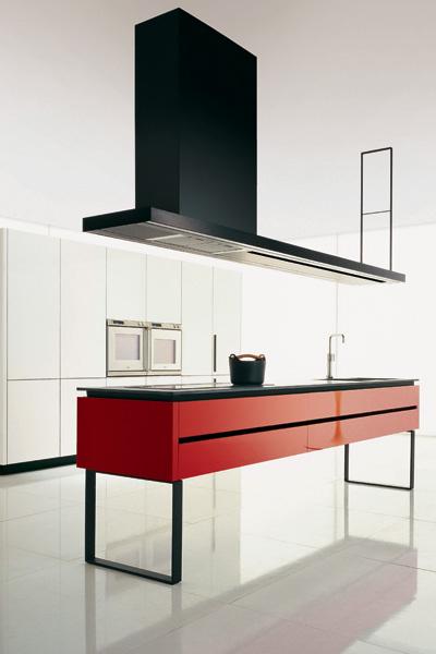Вытяжка и «остров» кухни Hi-Line - идеальная пара: визуально они прекрасно дополняют друг друга.