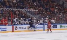 курьез российский хоккеист забросил судью бортик время матча