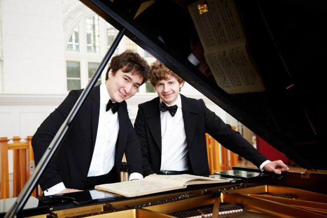 Самсон Цой и Павел Колесников одновременно сыграют на двух роялях.