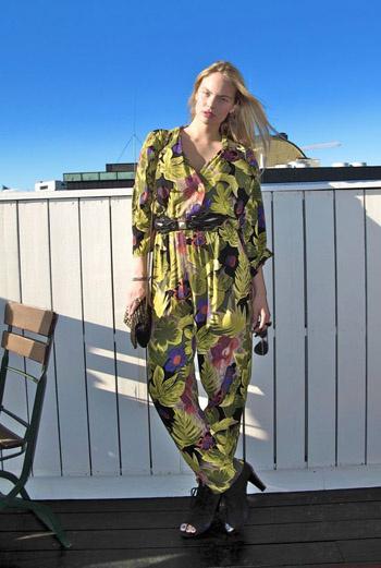 В городе Осло блогер Face Hunter встретил эту яркую девушку в цветастом комбинезоне. Он может стать отличной альтернативой брюкам.