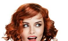 Как скрыть или уменьшить высокий лоб: стрижки и прически с фото