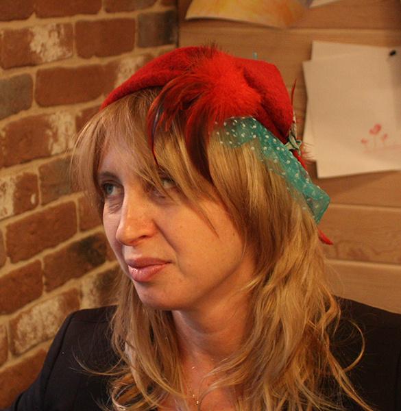 Шляпка «Красное перышко», Инга Кулигова