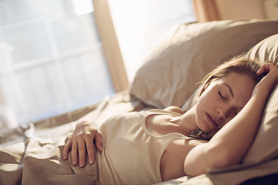 С широко закрытыми глазами: что можно есть перед сном?