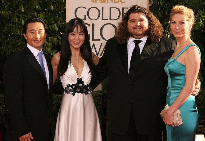 Митчелл со своими коллегами по сериалу на церемонии вручения «Золотого Глобуса» в январе 2007 года