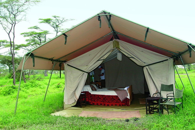 Вот так мы провели две ночи (на фото в глубине палатки — мой брат Тимур)