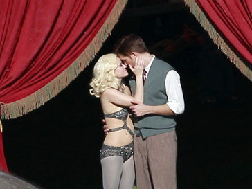 Риз Уизерспун (Reese Witherspoon) и Роберт Паттинсон (Robert Pattinson) во время съемок фильма «Воды слонам!»