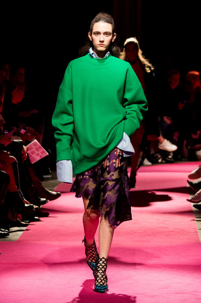 Самые красивые образы Недели моды в Лондоне | галерея [1] фото [94]