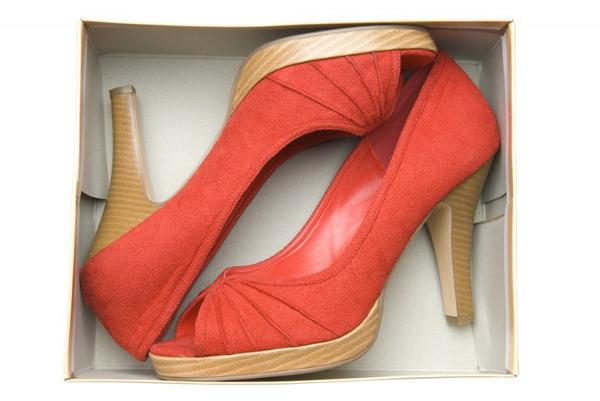 Как почистить замшевую обувь? Видео