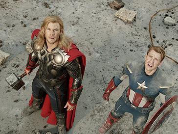 Крис Хемсворт (Chris Hemsworth) и Том Хиддлстон (Tom Hiddleston)