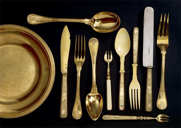 Золотые аксессуары на кухне