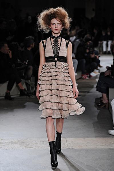 Неделя моды в Париже: показы Alexander McQueen и Paul & Joe ready-to-wear осень — зима 2015-2016   галерея [1] фото [14]
