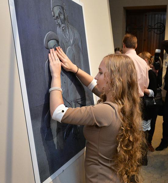 В Волгограде открылась выставка картин для незрячих