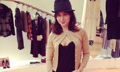 Тина Канделаки примерила смешную шляпу
