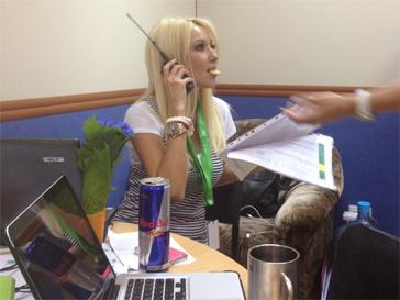 Лера Кудрявцева принимает участие в приготовлениях к Премии Муз-ТВ.