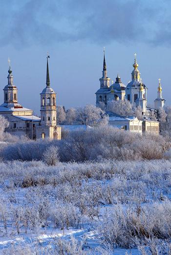 Одна из главных достопримечательностей Великого Устюга - храмовый комплекс Соборное дворище.