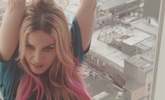 Мадонна перекрасила волосы в розовый
