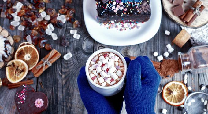 Почему зимой так хочется сладкого