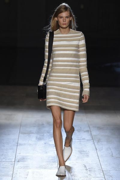 Показ Victoria Beckham на Неделе моды в Нью-ЙоркеПоказ Victoria Beckham на Неделе моды в Нью-Йорке