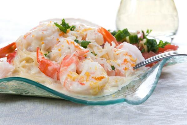 Рецепт салата из морепродуктов с красной икрой