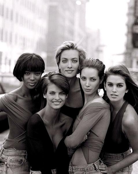 Наоми Кэмпбелл, Линда Евангелиста, Татьяна Патиц, Кристи Терлингтон, Синди Кроуфорд. 1989 год.