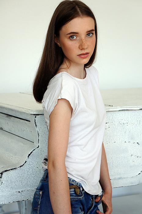 Анна Терник