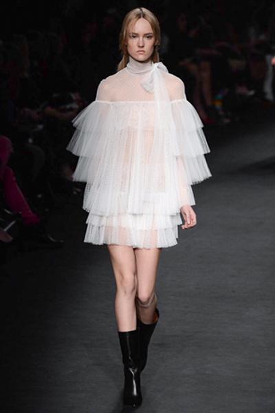Неделя моды в Париже: показ Valentino ready-to-wear осень — зима 2015-2016 | галерея [1] фото [25]