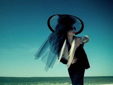 Кадр из клипа Леди ГаГа (Lady GaGa) «You And I»