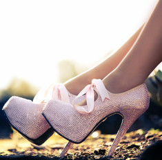 Легкой походкой: как правильно носить высокие каблуки