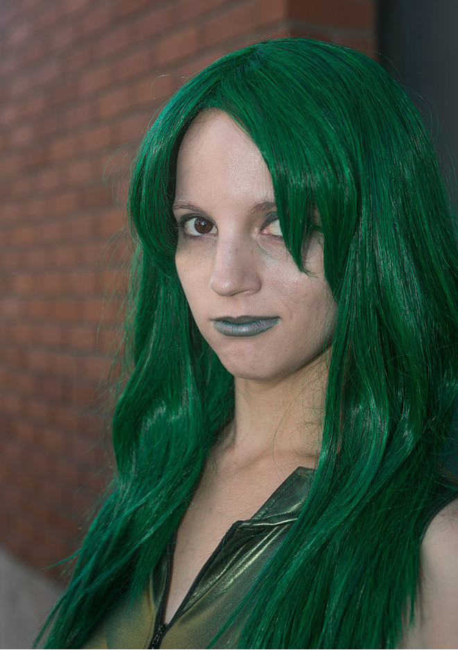 зелень на волосах