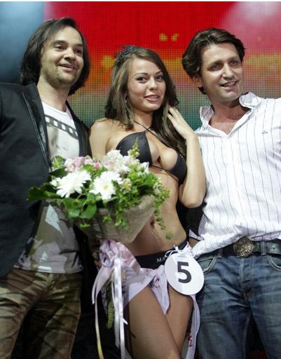 Александр Маленков, Илья Безуглый и Miss MAXIM 2012 Карина Гурина